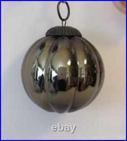 LOT OF 5 VTG 1930s + KUGEL HEAVY GLASS CHRISTMAS TREE ORNAMENTS FLOWERS BERRIES