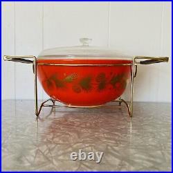 Vtg Pyrex Golden Leaf Red Christmas Holly 4 QT Bowl & Lid with Cradle Carrier #404